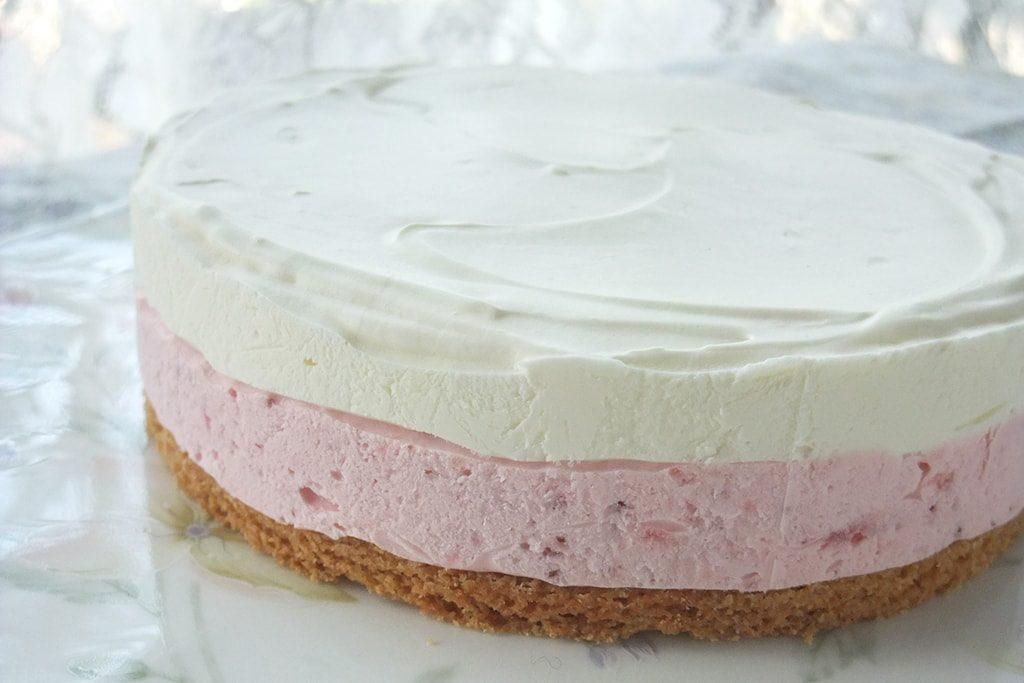 【冷凍】いちごのヨーグルトチーズケーキ
